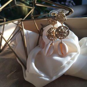 Jewelry - 🆕Under the sea kween cowrie shell drop earrings